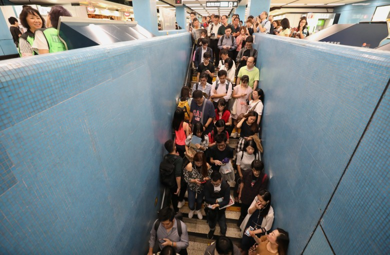 Hong Kong subway blames rogue computers for morning chaos