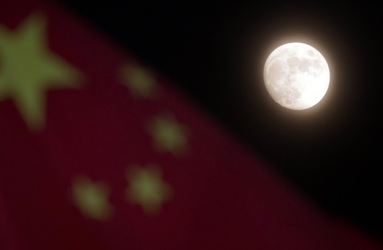 China's online community shoots down artificial moon plan