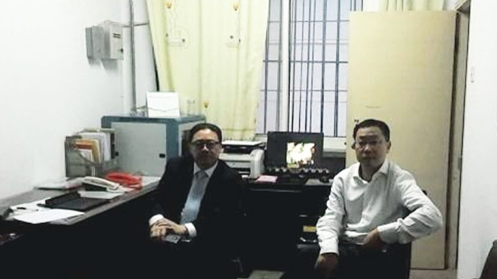 Activist Lawyers Shihhua And You Feizhu In Zhangjiachuan Gansu On Sunday Screenshot Via Sina Weibo