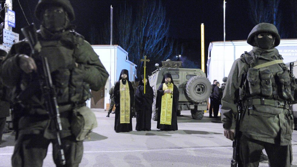 Crimean people celebrate 'liberation' as Russian soldiers ...