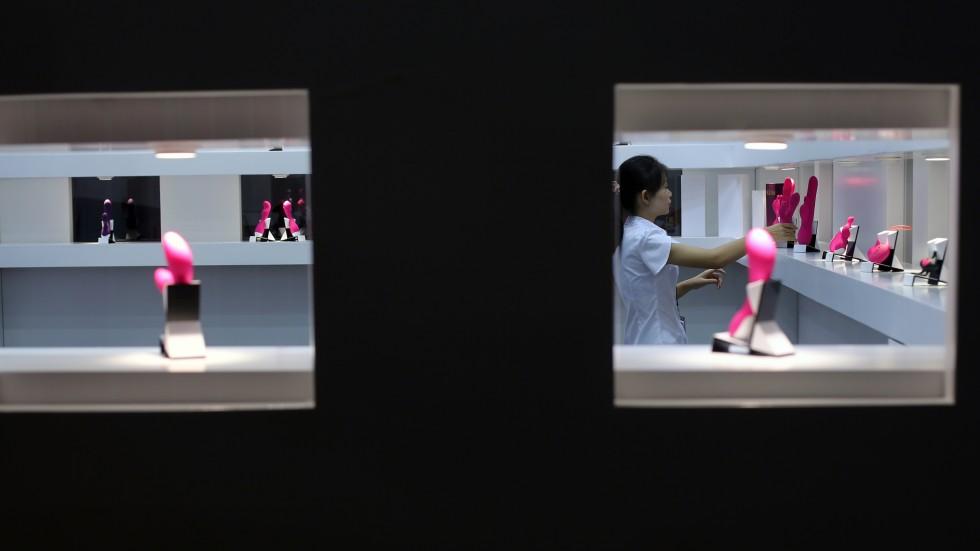 Do better: Hong Kong women pass judgment on mens bedroom