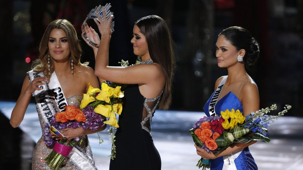 Huge blunder at miss universe sees wrong contestant crowned miss associated press gumiabroncs Images