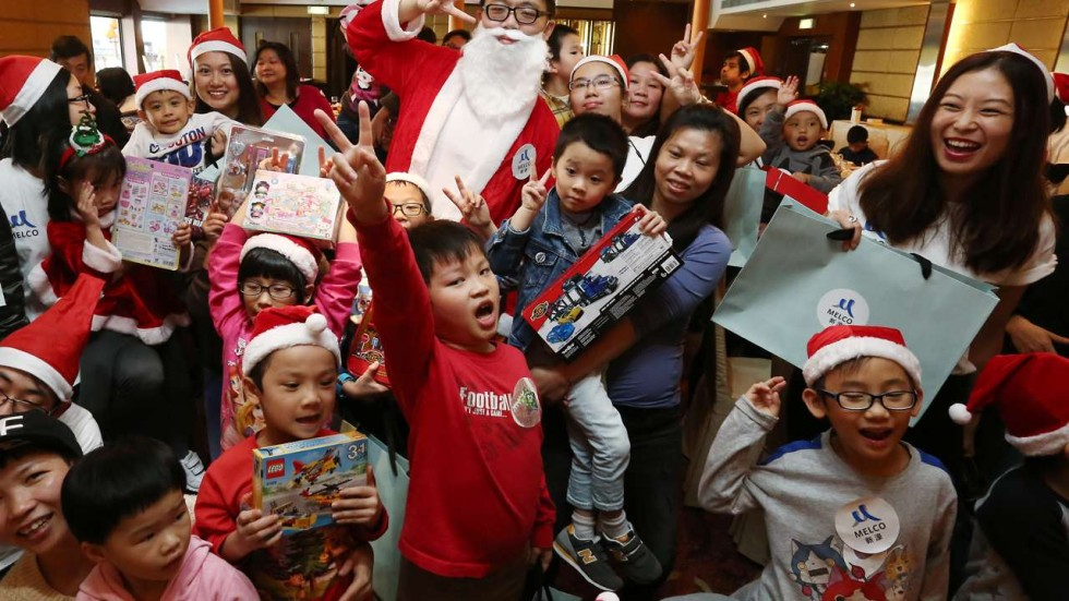 Balloons, art and on-board fun at floating Christmas party for Hong ...