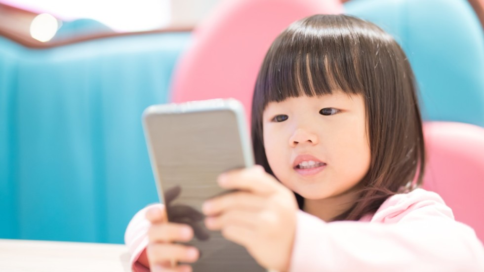 toddlers using electronics A national poll shows that 90 percent of parents say their kids don't get enough sleep science life spoke to uchicago sleep expert kristen knutson about the effect of modern lifestyles and.