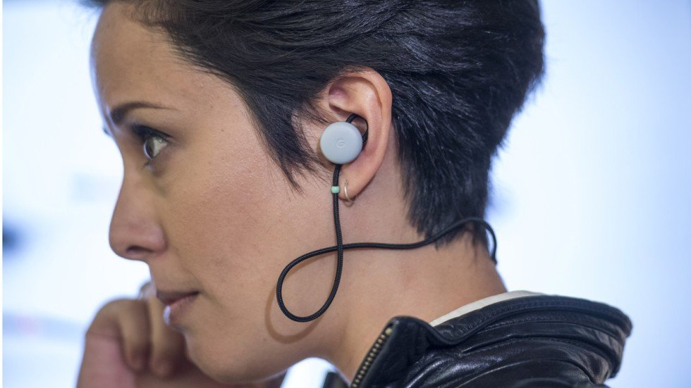 New Google Earbuds Offer Realtime Translation Of Conversations - Revolutionary ear device translates foreign languages real time