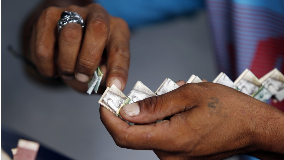 Venezuelans Recycle Their Worthless Bolivar Bills Into Origami And