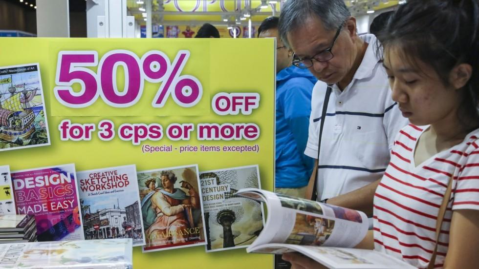 Hong Kong Book Fair Draws Record 1 04 Million Visitors But Average