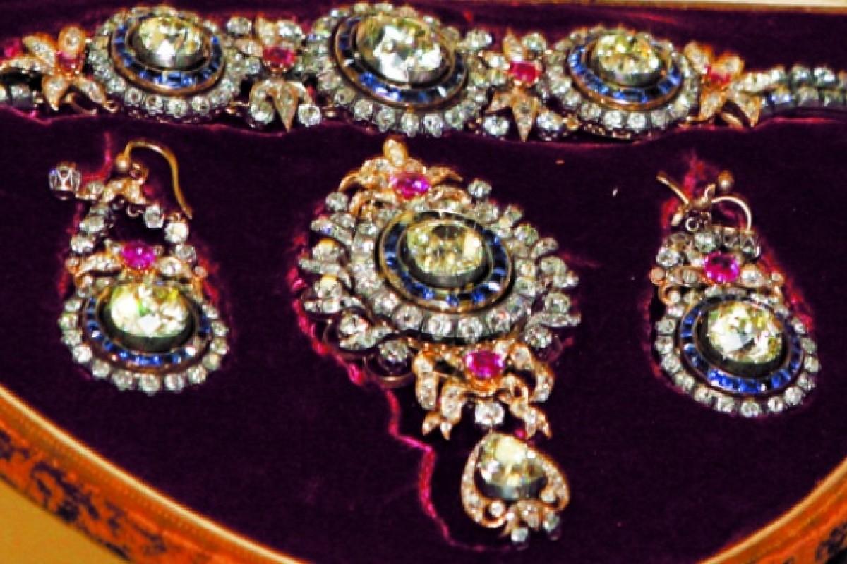 Items of jewellery seized in Honolulu, Hawaii in 1986.