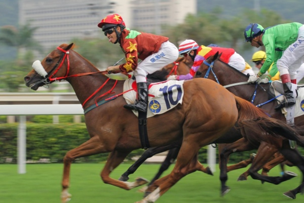 He may have had trouble in the run, but King On Earth (Richard Fourie) unleashed a strong burst in the clear to make it two straight wins at Sha Tin. Photo: Kenneth Chan