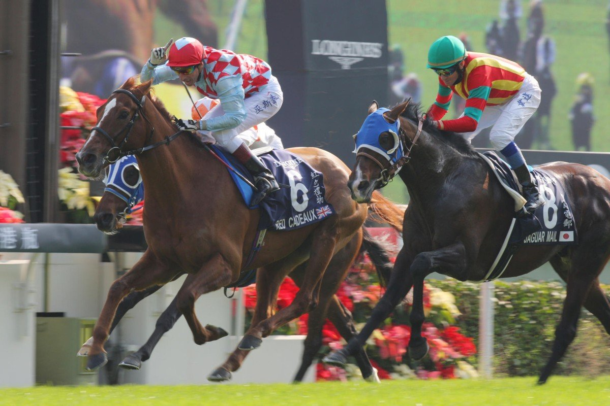 Red Cadeaux (left) will return to defend his Hong Kong Vase crown. Photo: Kenneth Chan