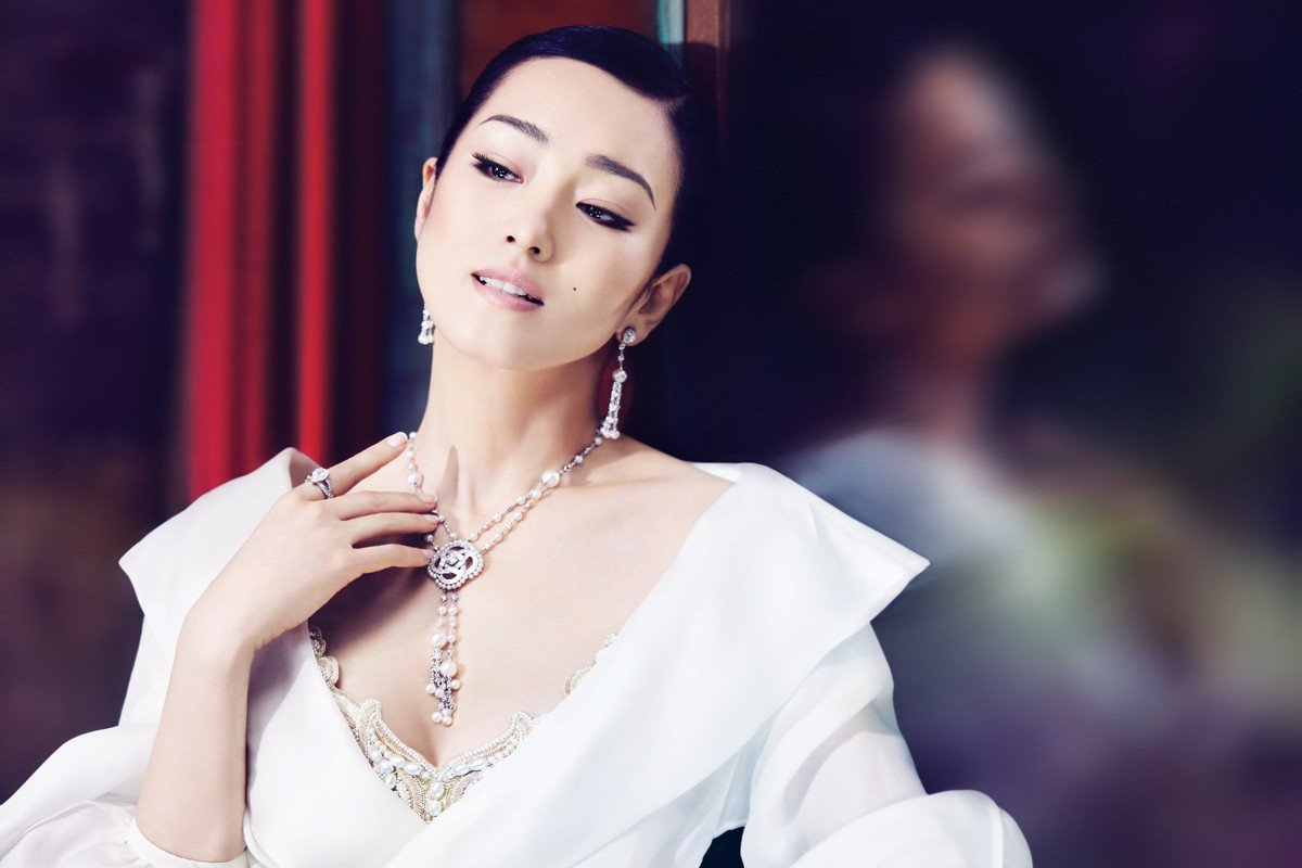 Gong Li always makes a superstar entrance. Here, she dazzles in jewellery made by Piaget.