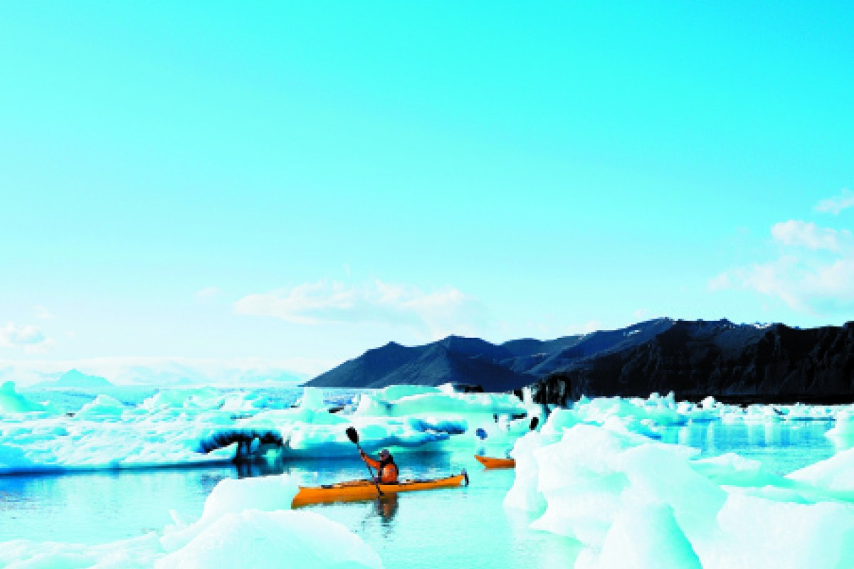 Adventurers can get the full scope of the icebergs and glaciers from their kayaks. Photo: Ragnar Th. Sigurdsson