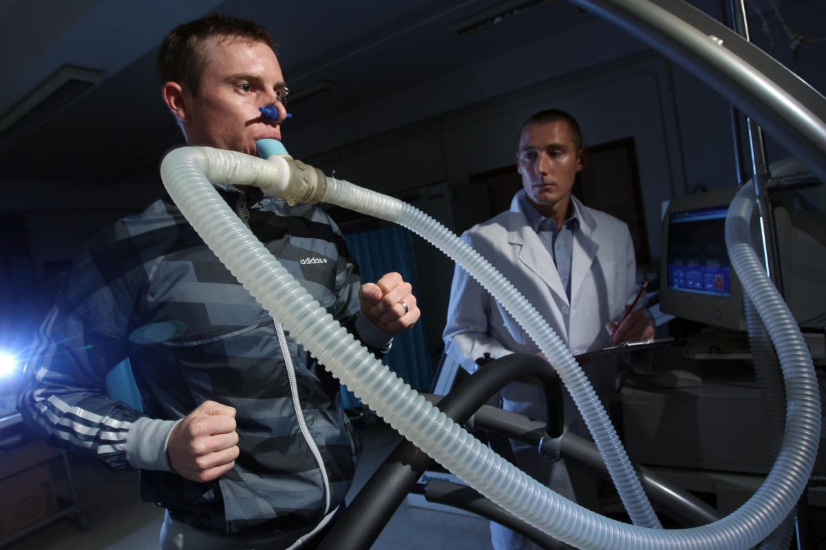 Zac Purton pushes himself to the max on the treadmill in a fitness test. Photo: Felix Wong