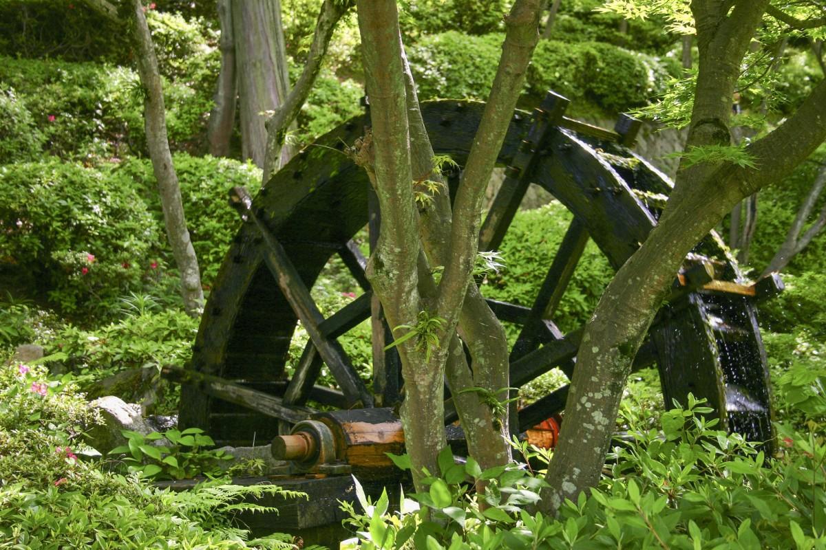 A waterwheel in Hanbe Garden.