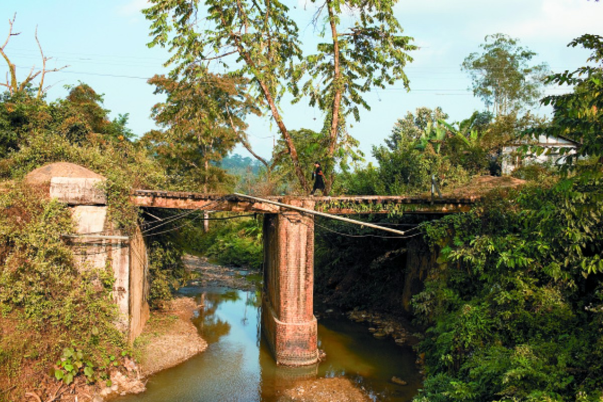This bridge, nicknamed Hell's Gate, is in Nampong, in the Indian state of Arunachal Pradesh. This section of the route was treacherous due to frequent landslides. Nampong is the last Indian town the Stilwell Road passes through before entering Myanmar.