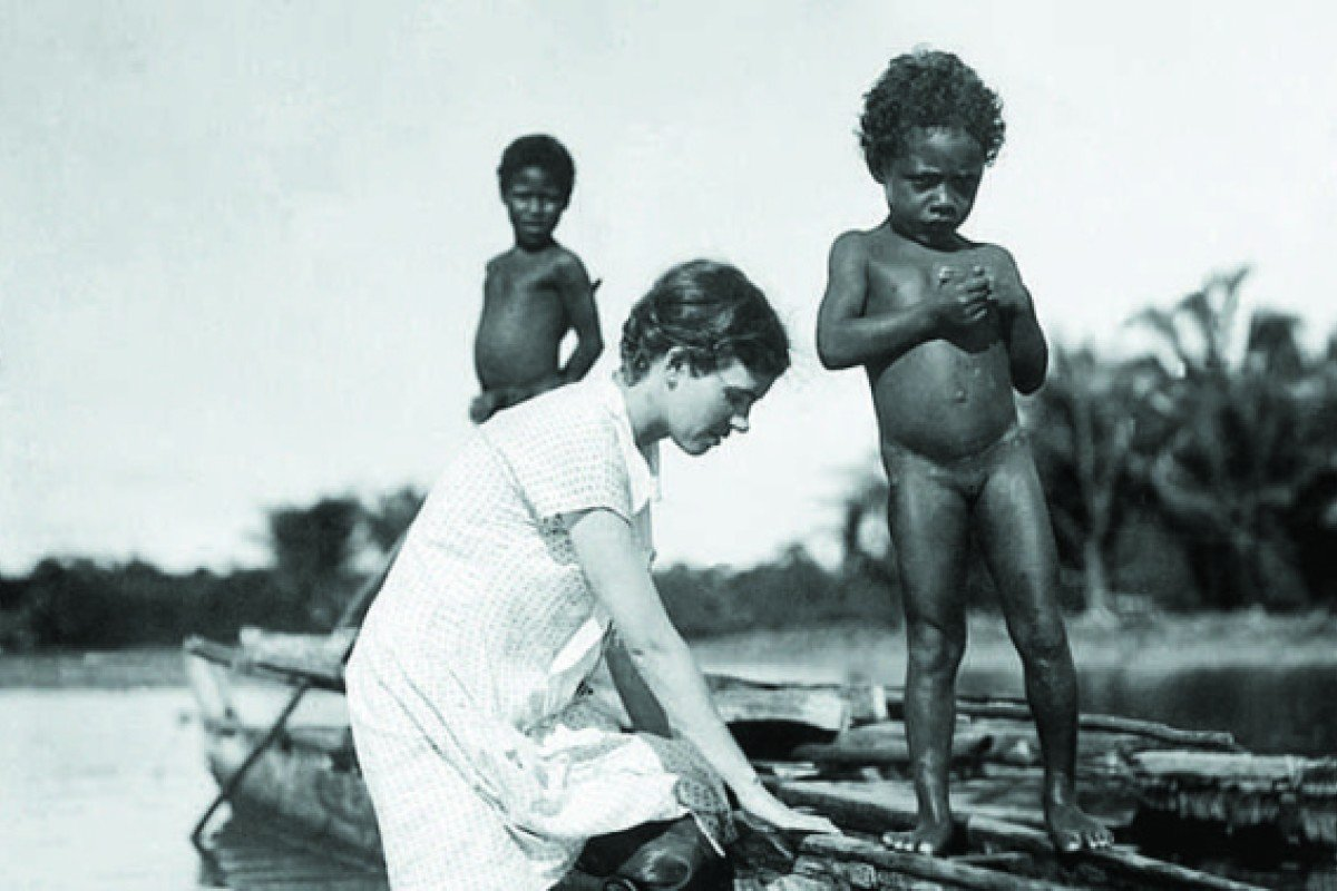 Mead prepares to go canoeing with local children in the Admiralty Islands, in 1929. Photos: Library of Congress