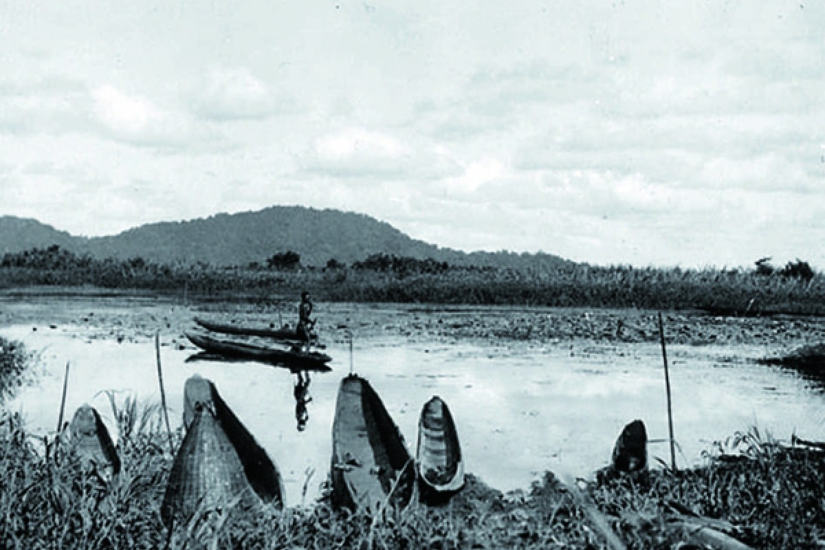 New Guinea's Tchambuli Lake, the indigenous tribe of which Mead and Fortune settled among in 1933.