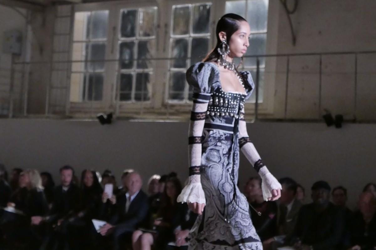 Alexander McQueen SS17 collection at Paris Fashion Week Photos: Vivian Chen