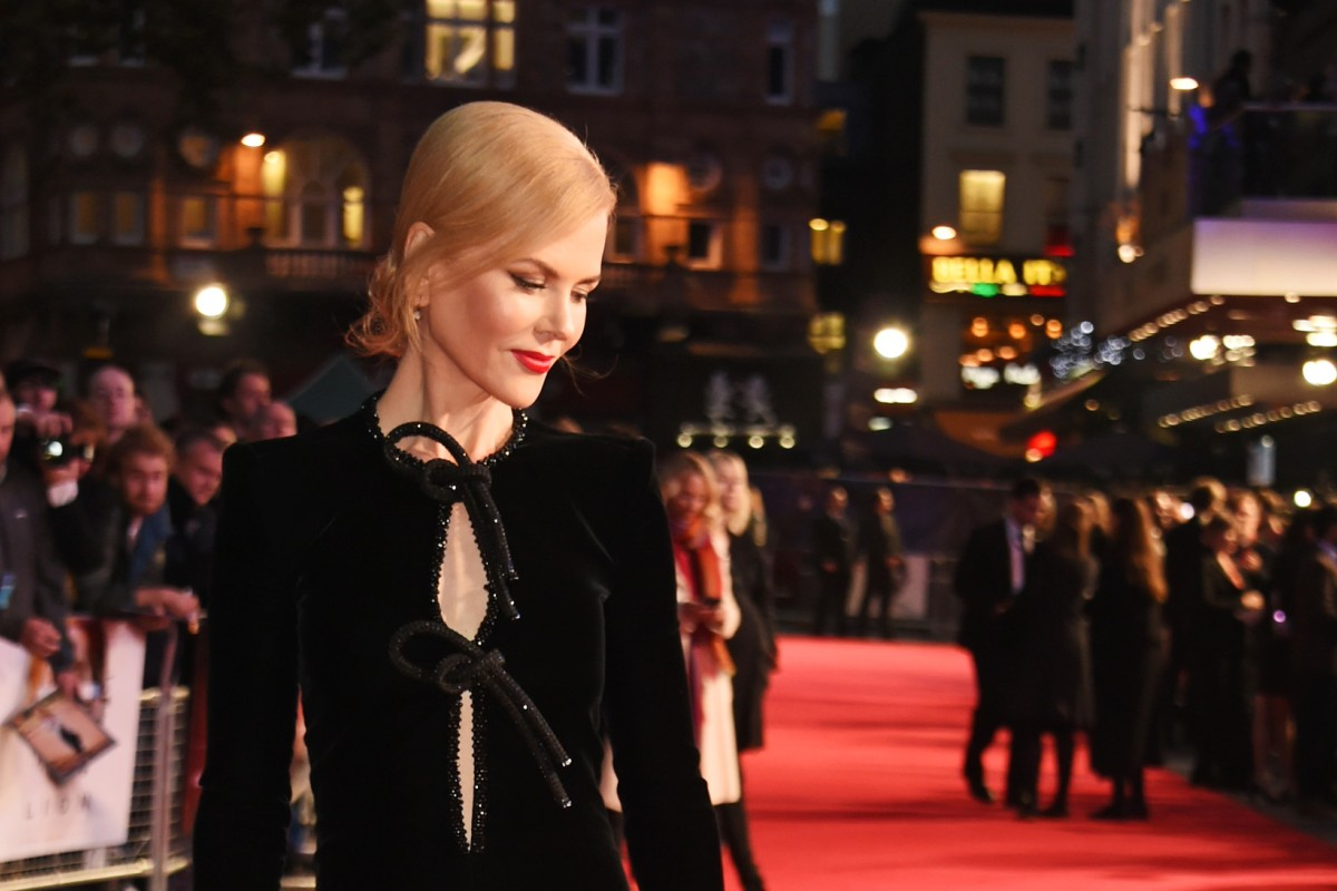 Nicole Kidman flaunts her taste for black in a Giorgio Armani Prive black velvet gown.