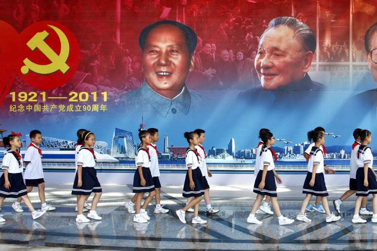 Young pioneers of the Communist Youth League walk past a large billboard of Mao Zedong, Deng Xiaoping, Jiang Zemin and Hu Jintao in 2011 - a year before Xi Jinping came to power. Photo: AFP