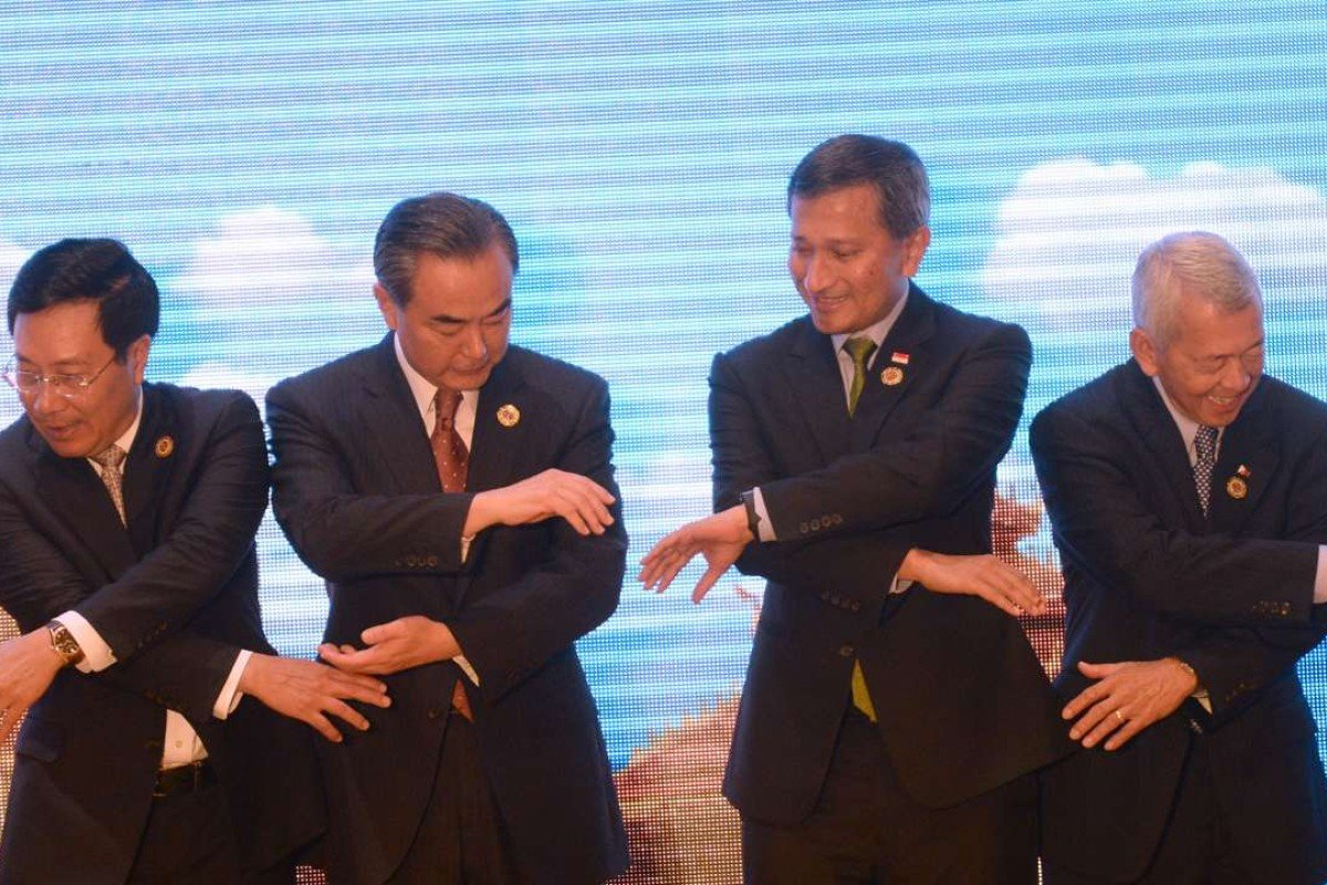 China's Foreign Minister Wang Yi (second from left) and Singapore's Foreign Minister Vivian Balakrishnan (second from right) pose for a group photo at an Asean-China meeting. Photo: AFP