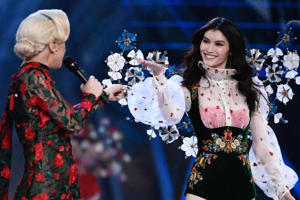 US singer Lady Gaga (L) performs as Chinese model Sui He presents a creation during the 2016 Victoria's Secret Fashion Show. Photo: AFP