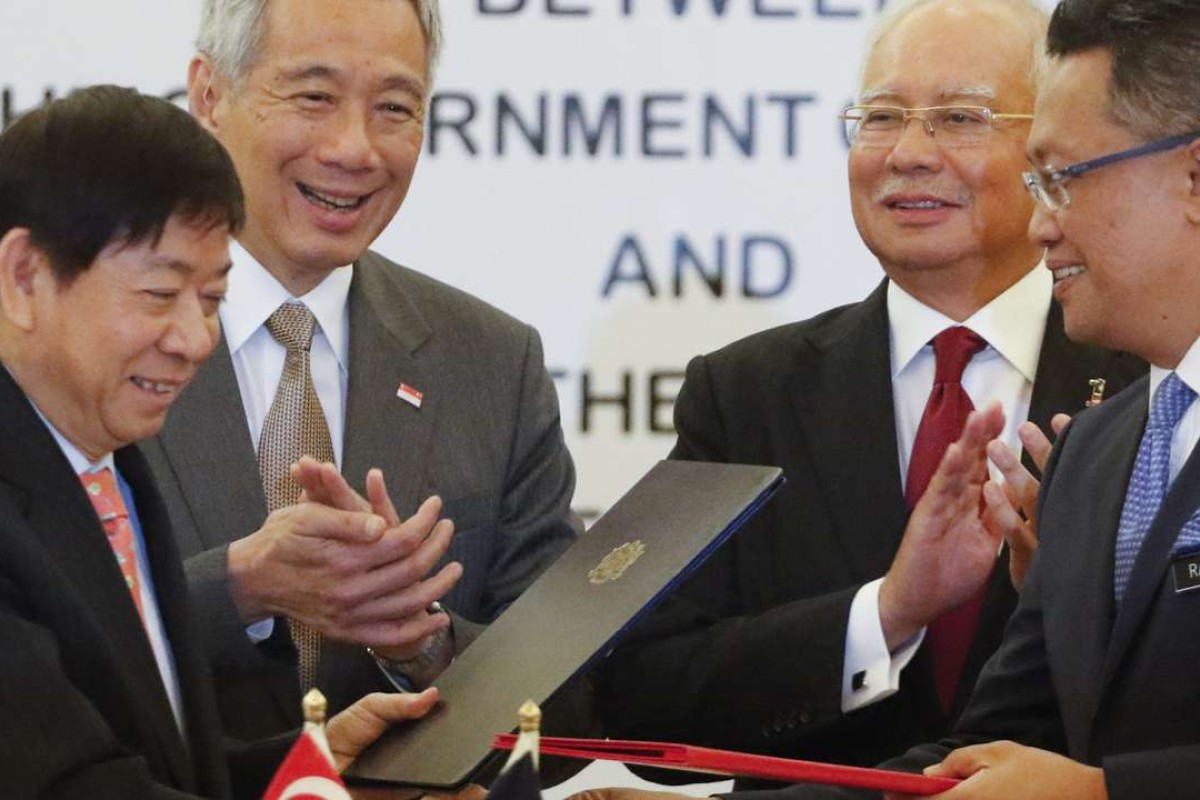 Representatives including Singapore Prime Minister Lee Hsien Loong (second left) and Malaysian Prime Minister Najib Razak (second right) at the signing of the memorandum of understanding over the link in July. Photo: EPA