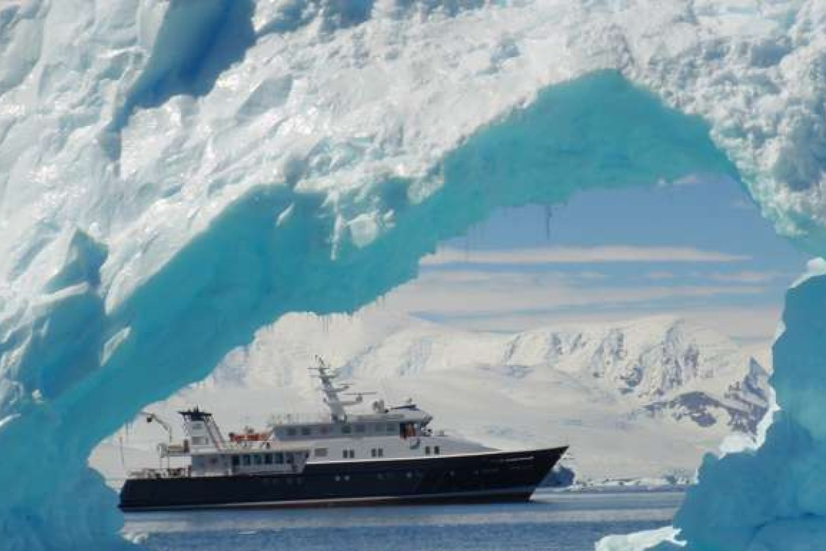 Expedition yact 'Hanse Explorer' offers exciting trips to the Antarctic.