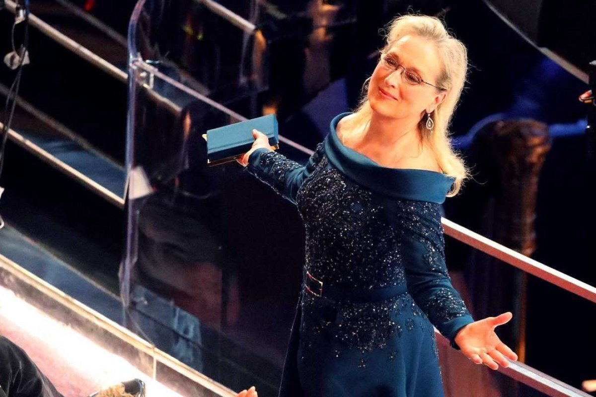Demanding an apology from Karl Lagerfeld, Meryl Streep opted not to wear Chanel. Other stars making statements wore blue ribbons to take a swipe at Trump