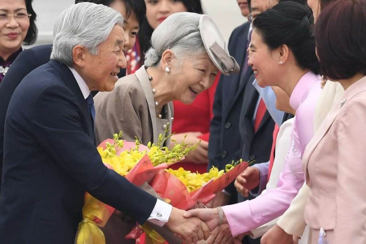 Japan's Emperor Akihito and Empress Michiko are greeted by Vietnamese vice-president Dang Thi Ngoc Thinh as they arrive in Hanoi. Photo: EPA