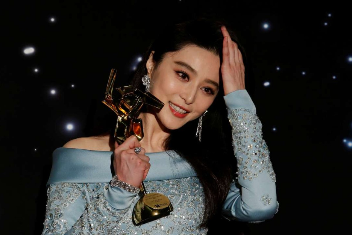Chinese actress Fan Bingbing celebrates with her best actress award at the Asian Film Awards in Hong Kong. Photo: REUTERS