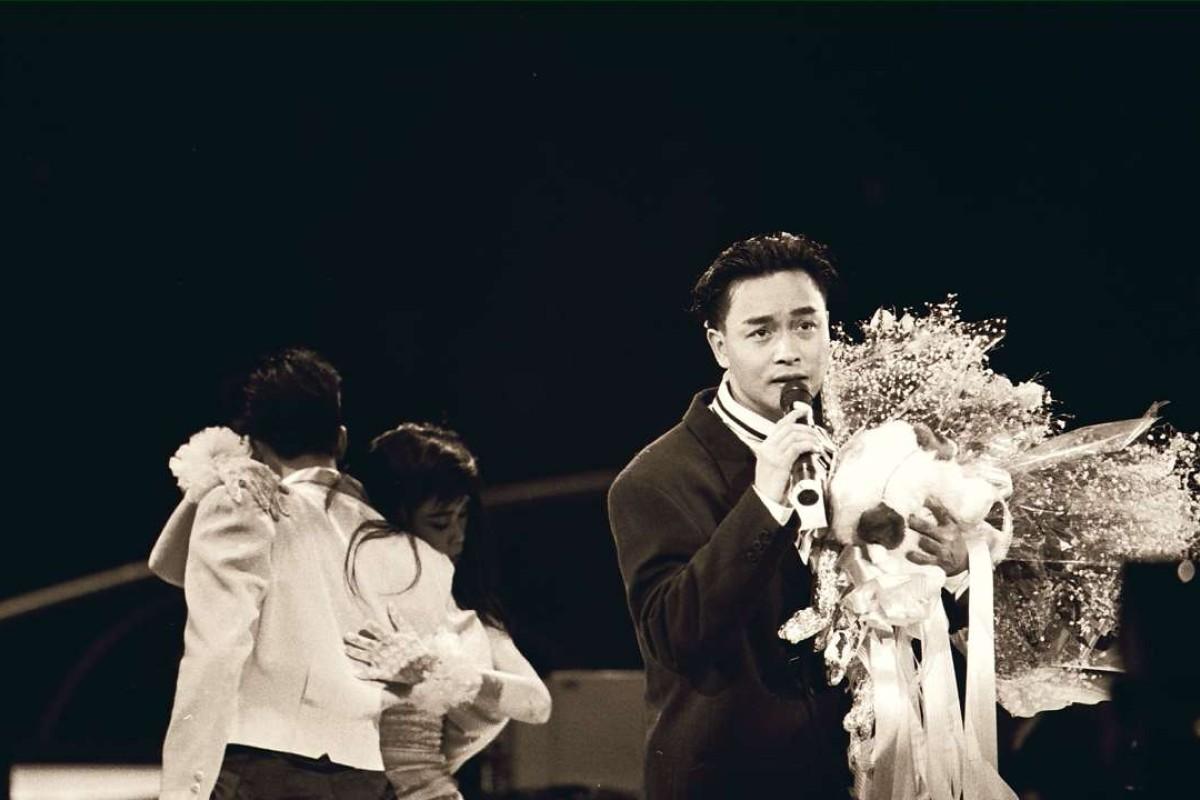 Canto-pop singer Leslie Cheung Kwok-wing sings his winning song at the Chinese Gold Songs award presentation ceremony organized by Radio Television Hong Kong at the Hong Kong Coliseum.