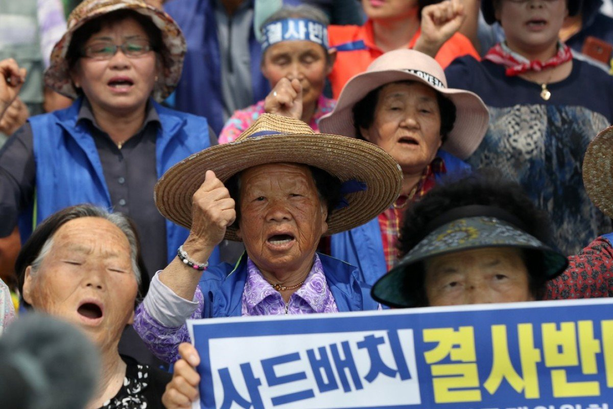 People rally against the deployment of a missile defence system close to a golf course in Seongju, South Korea. Photo: EPA