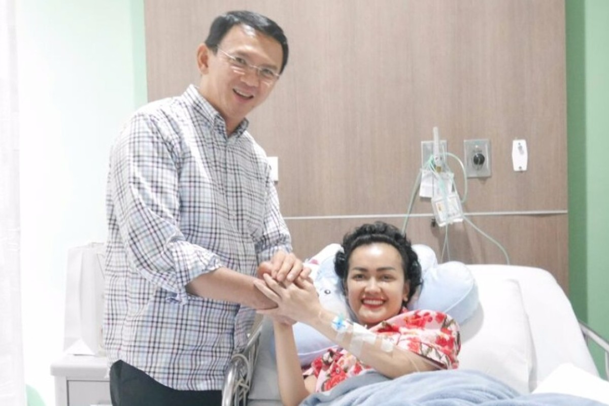 Julia Perez fought a long battle with cervical cancer. Here she is visited by former Jakarta governor Basuki Tjahaja Purnama. Photo: Julia Perez Instagram