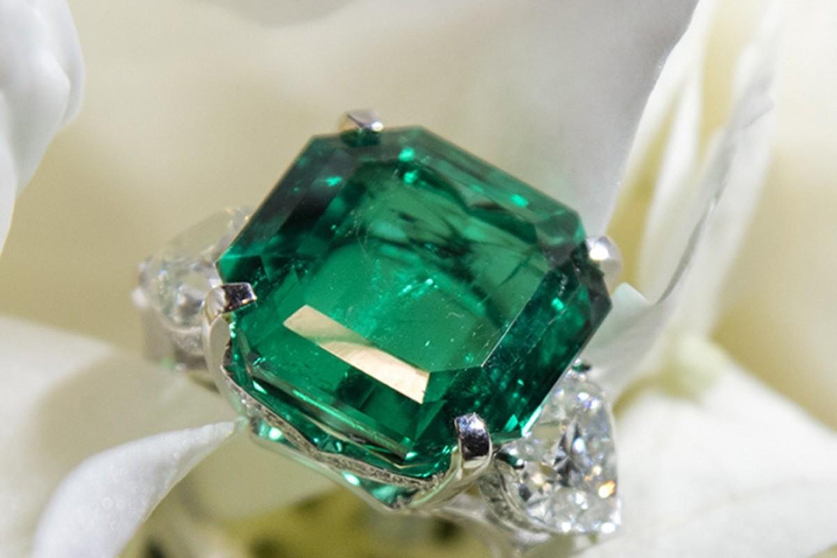 14.54 carat emerald cut emerald ring