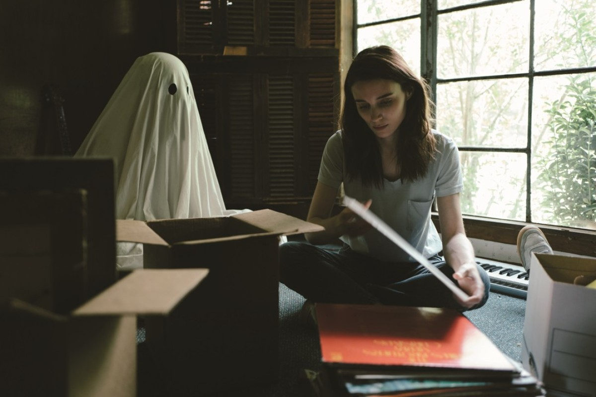 Casey Affleck and Rooney Mara in A Ghost Story.