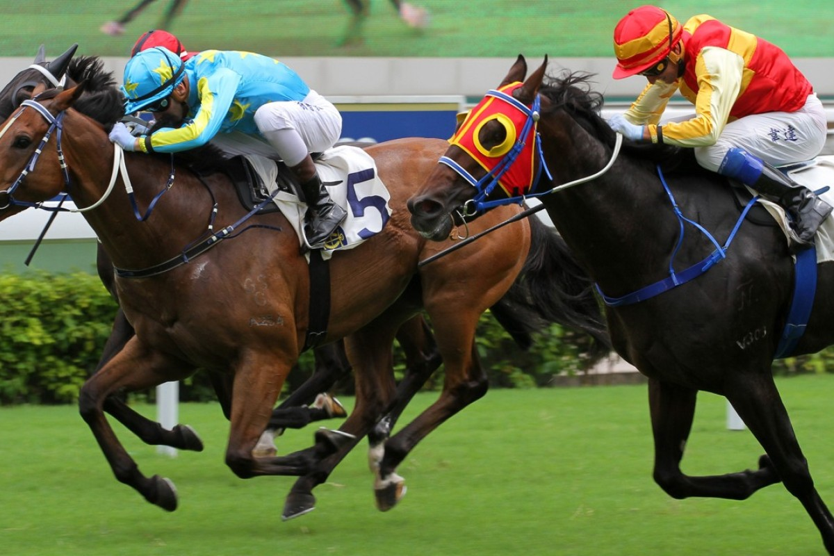 Sam Clipperton gets low and pushes E Master (left) to victory at Sha Tin yesterday. Photos: Kenneth Chan