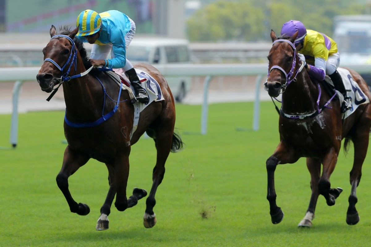 London Master (left) shows Exceptional Desire a clean pair of heels at Sha Tin. Photos: Kenneth Chan.