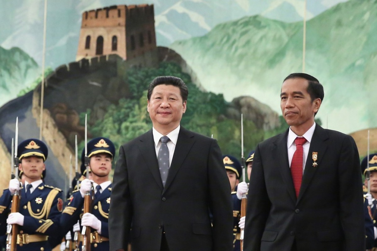 Chinese President Xi Jinping (left) accompanies Indonesia's President Joko Widodo during a welcoming ceremony inside the Great Hall of the People in Beijing in 2015. Photo: AFP