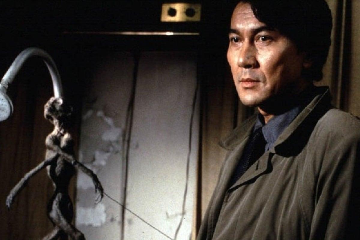 Koji Yakusho plays a detective in the film Cure (1997), directed by Kiyoshi Kurosawa.