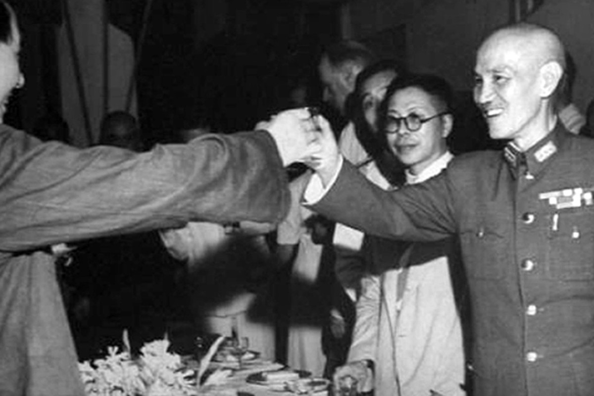 Mao Zedong, left, and Chiang Kai-shek in Chongqing in 1945. Photo: Handout