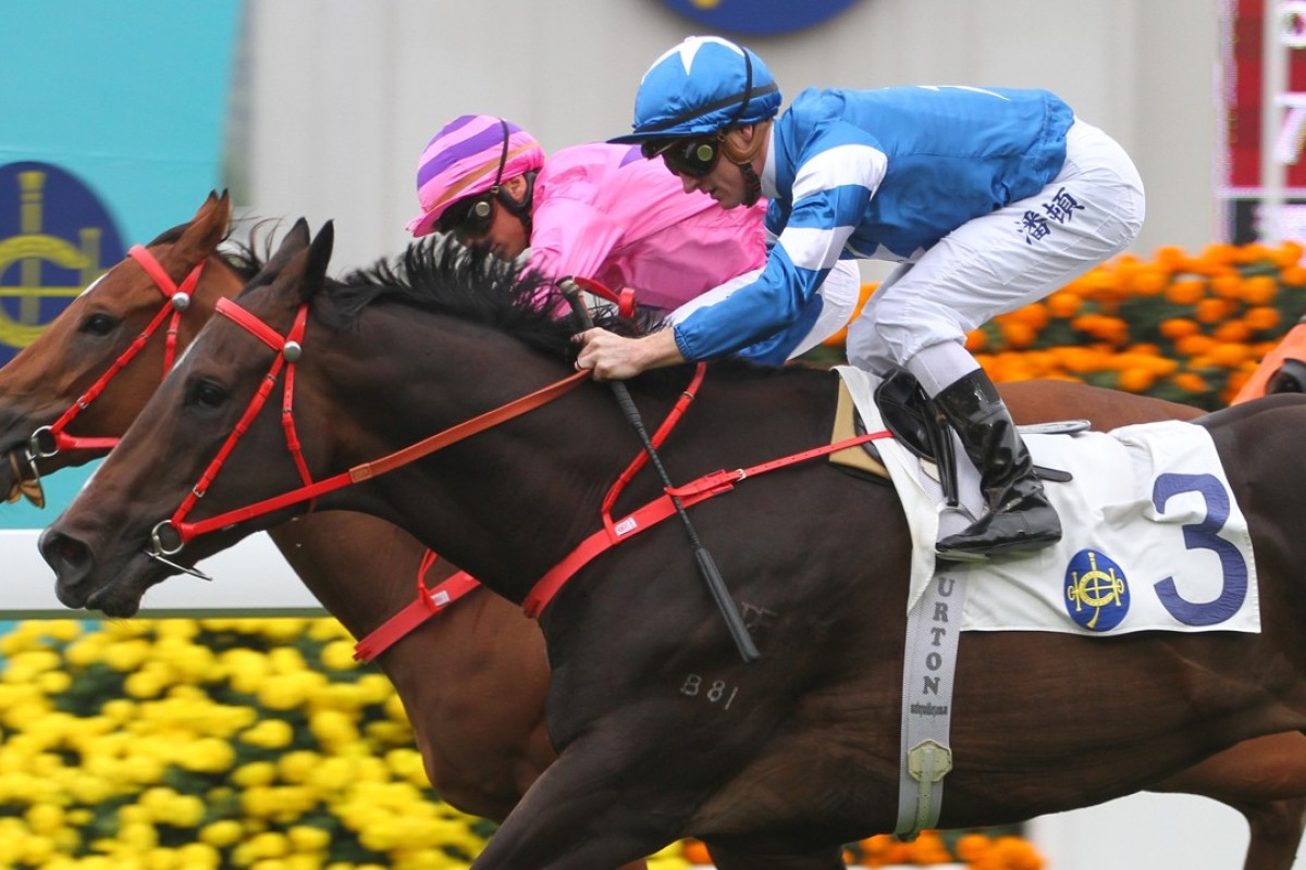 Zac Purton and Super Missile (right) edge out Lucky Lucky at Sha Tin on Monday. Photos: Kenneth Chan