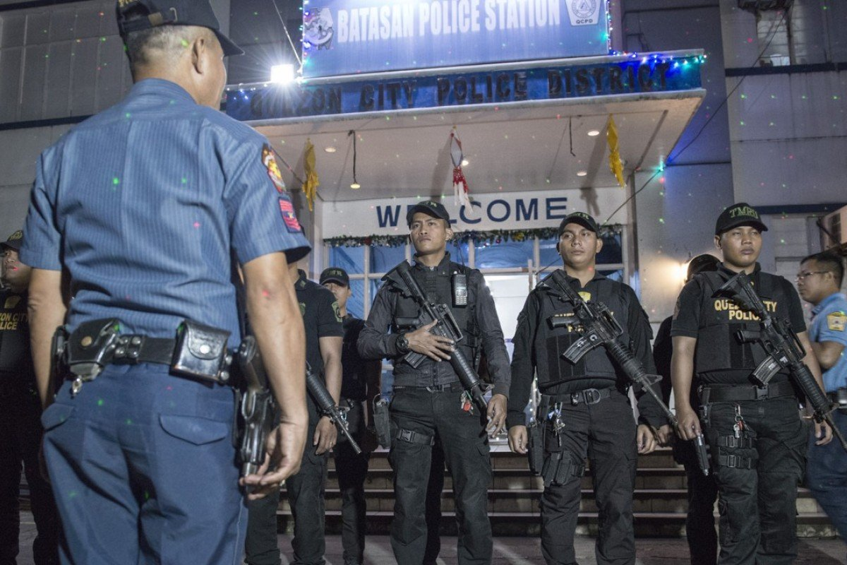 Armed police officers at Batasan Police Station 6, in Manila, prepare to mount an anti-drug roadblock on December 14, 2017. Pictures: Zigor Aldama