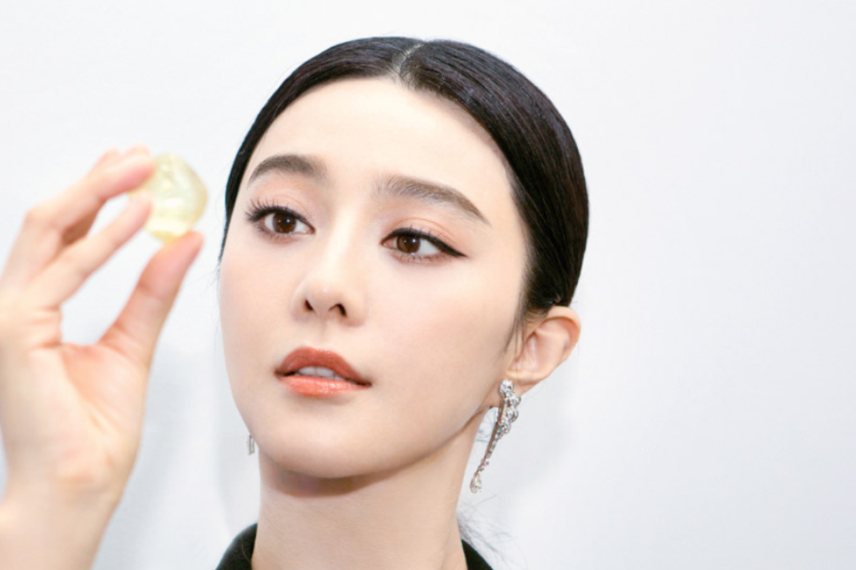 In October 2017, diamond seller De Beers announced Fan Bingbing as its global ambassador.