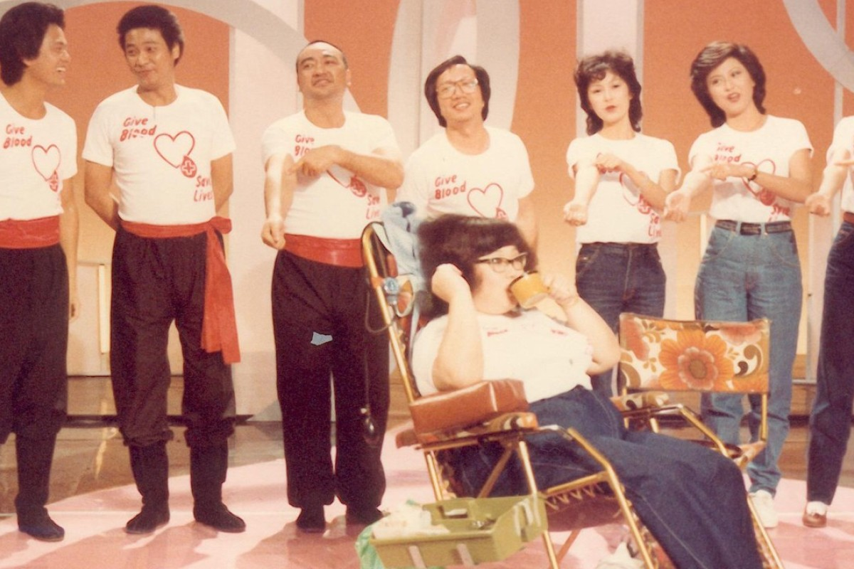 Lydia Shum (sitting) promoting blood donations during a TV programme in 1982.