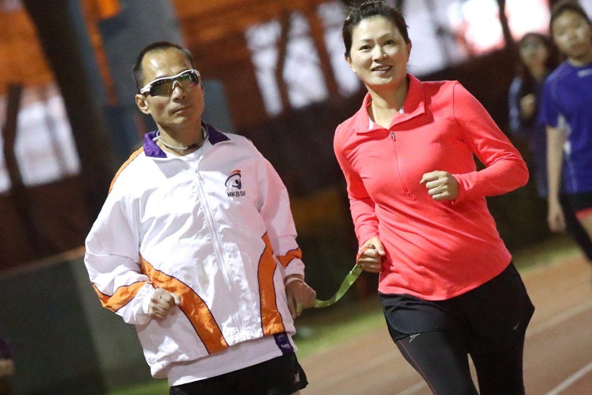 Blind runner Gary Leung Siu-wai and his guide runner Joyce Chong training for the Hong Kong Marathon. But April's North Pole Marathon is a very different challenge. Photo: K.Y. Cheng