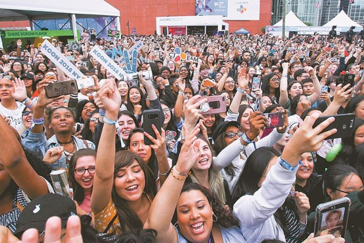Photos taken over the weekend at the 2018 KCON New York would seem to confirm that many K-pop fans today are non-Asians. Photo: CJ E&M
