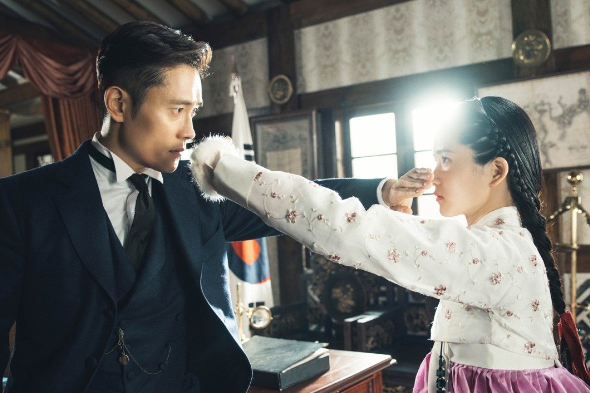 Veteran South Korean actor Lee Byung-hun (left) and rising star Kim Tae-ri in a scene from the hit Netflix television drama 'Mr. Sunshine'. Photo: Hwa&Dam/Netflix