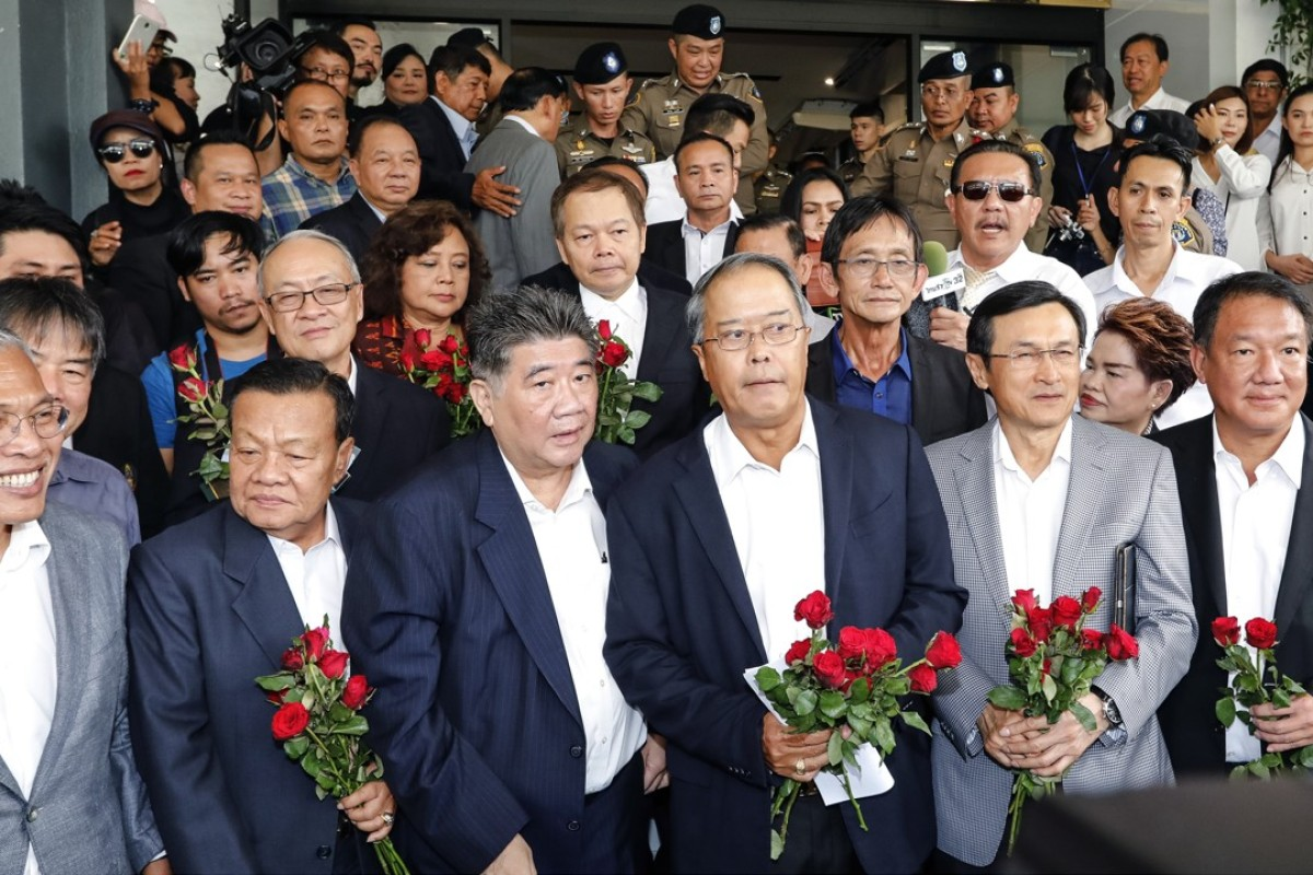 Pheu Thai Party leaders leave the crime suppression division in Bangkok after being charged with sedition and violating the ban on gatherings. Photo: AFP