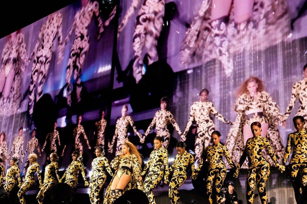 Beyoncé and her backup dancers rock looks from Versace's Barocco collection during her On the Run II tour in Chicago earlier this month.